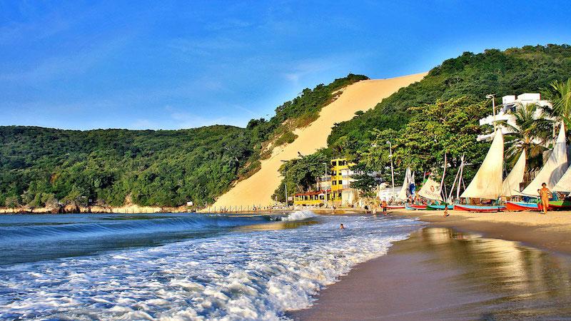 Paisagem da praia de Ponta Negra e do Morro do Careca em Natal